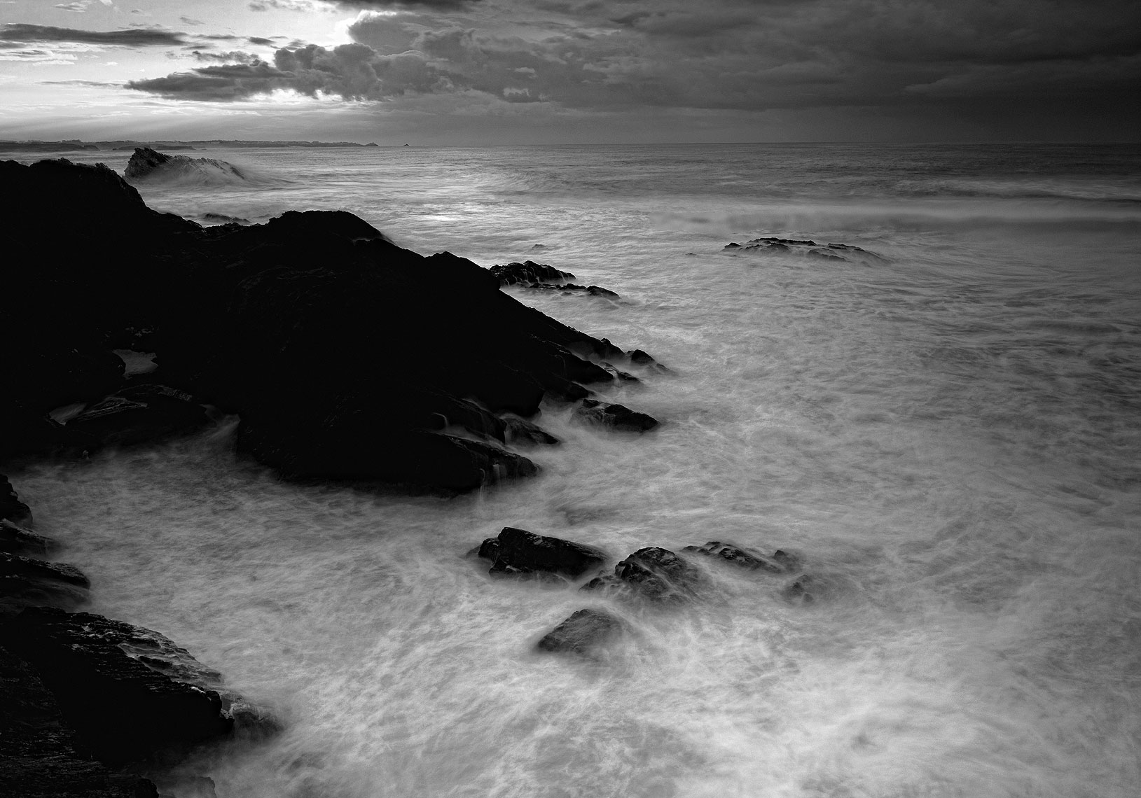 13-rocks-swirling-sea-sunset--bw-